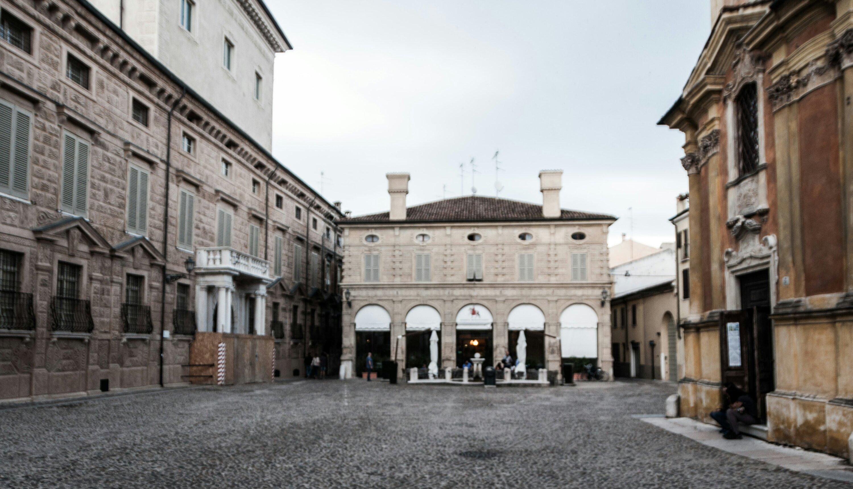 Mantova piazza Canossa