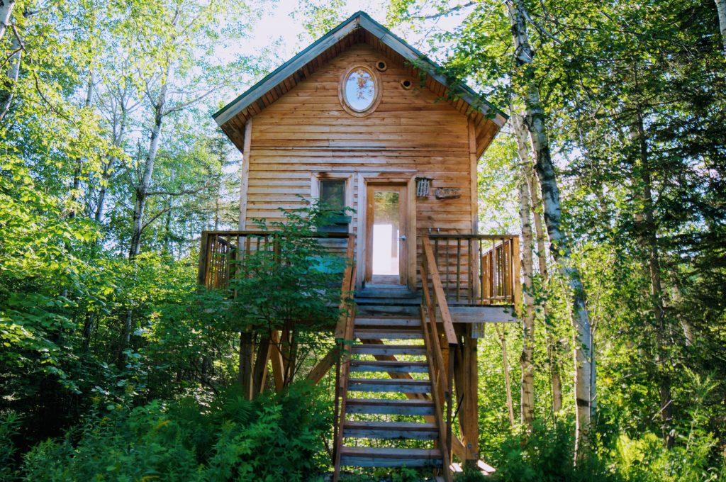 Casa sull'albero in canada
