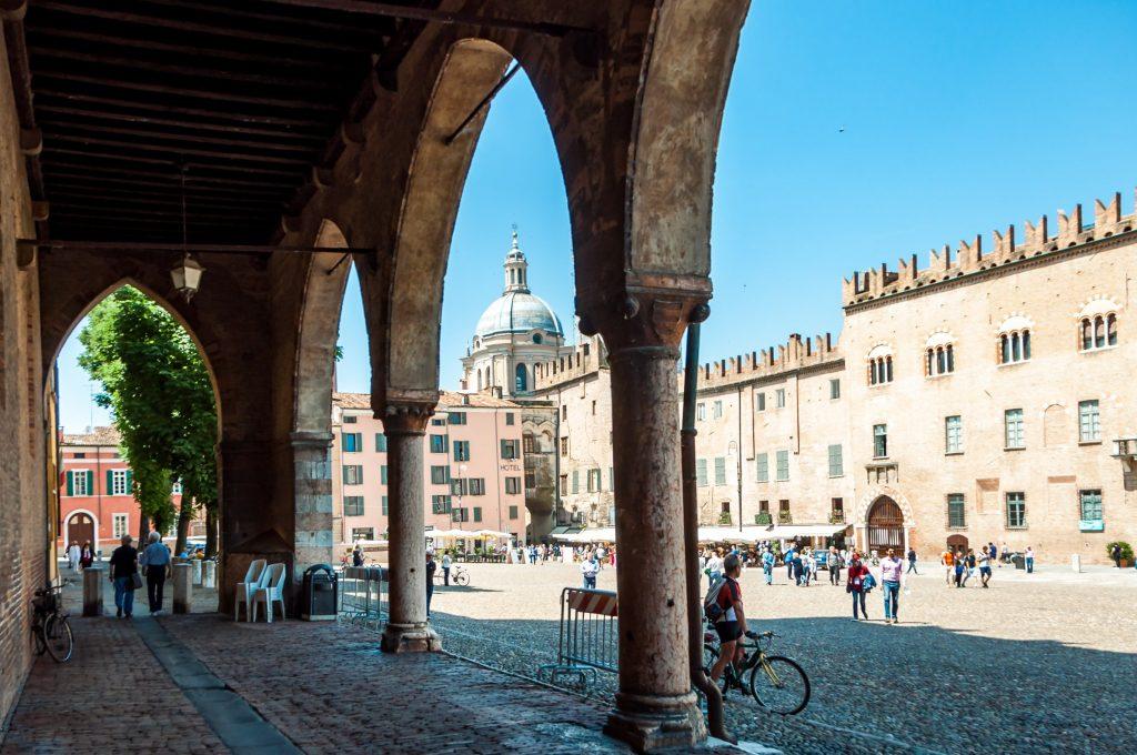 Cosa visitare a Mantova :piazza sordello