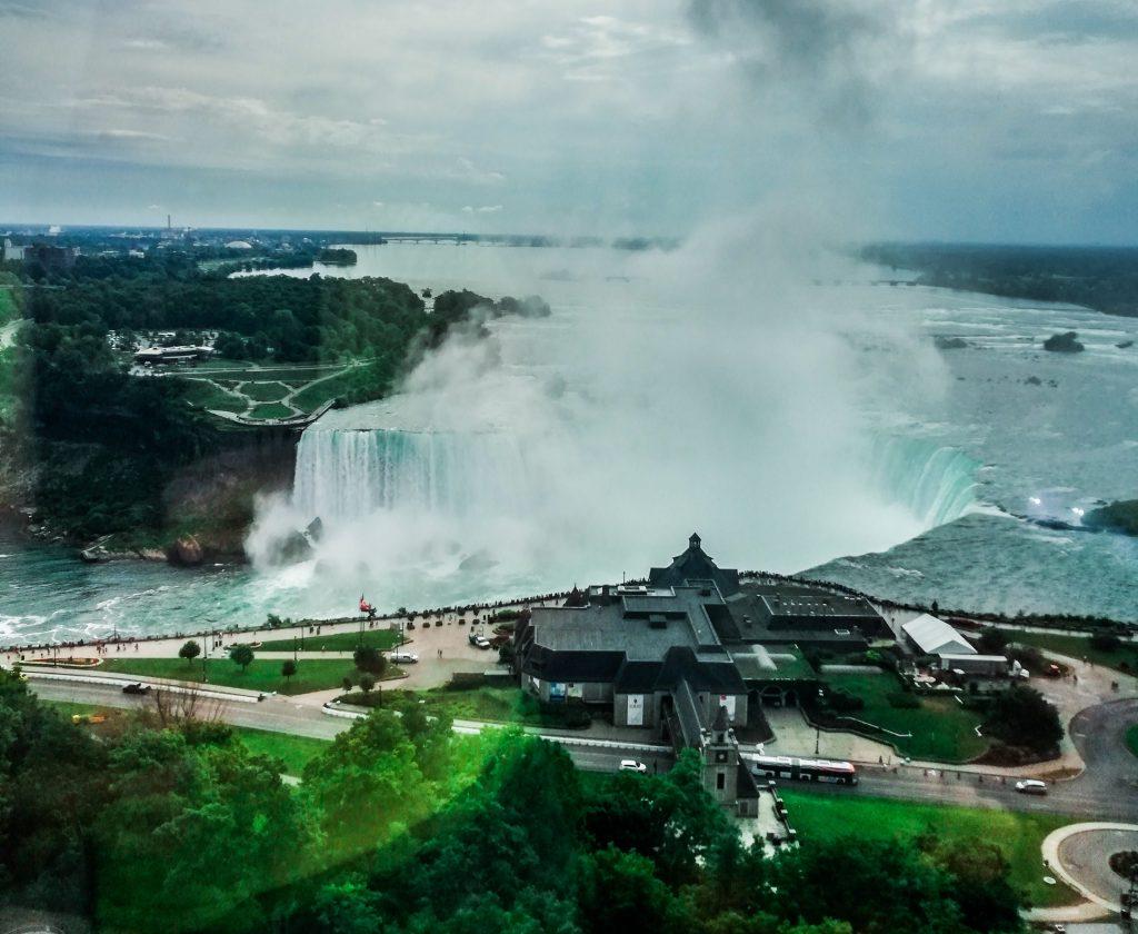 Vedere le cascate del Niagara dalla camera
