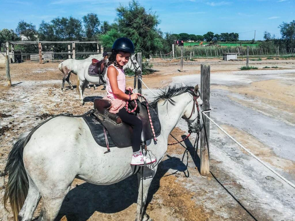 Eva a cavallo in Camargue