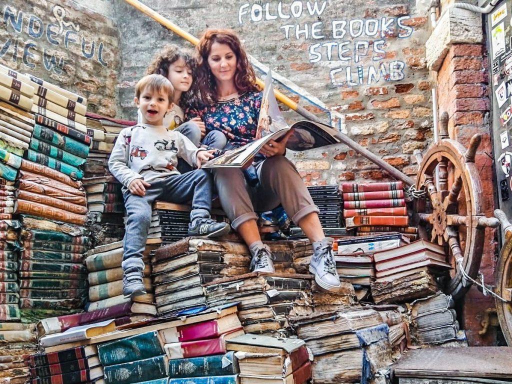 Cosa fare a Venezia con i bambini libreria acqua alta